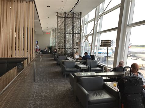 bureau air canada montreal review air canada maple leaf lounge montreal airport