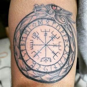 Compas De Vegvisir : tatouage viking signification des symboles et photos ~ Melissatoandfro.com Idées de Décoration