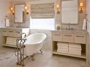 Master bathroom layouts hgtv for Bathroom in middle of house
