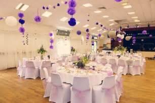 fete de mariage décoration de salle des fêtes mariage romantique parme mauve lavande violet lilas beige blanc