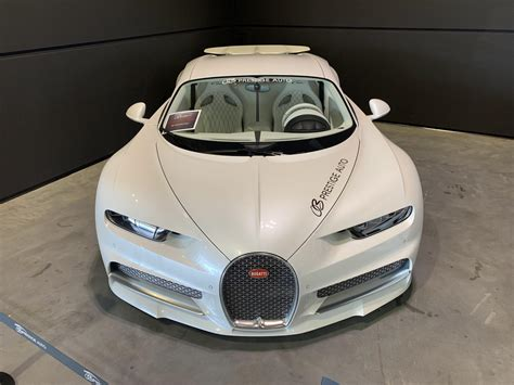 """9 city / 14 highway. From the same collection, the 2019 Bugatti Chiron """"Angel"""" : carporn"""