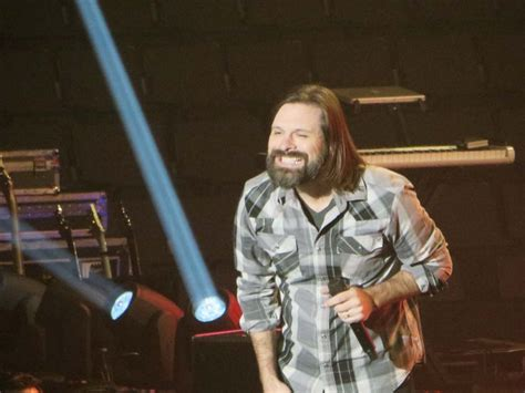 Mac Powell of Third Day hams it up for a picture-taking ...