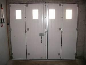 Portes de garage en bois sur mesure en pvc ou alu for Porte de garage pliante 4 vantaux