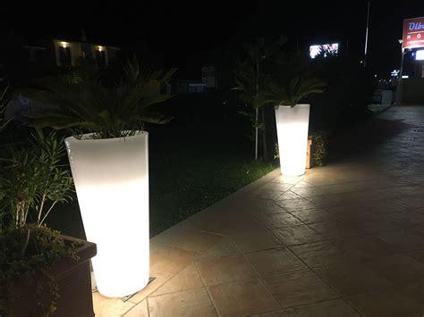 Beleuchtete Blumentöpfe