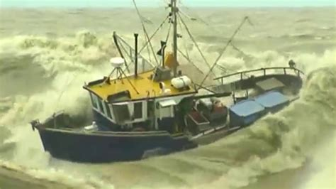 Sinking Of Boat by Ship Sinking Fishing Boats In