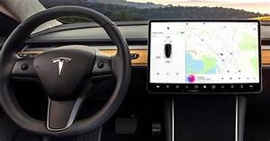 Owners and drivers review and react to Tesla Model 3 dashboard display