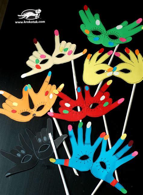 krokotak     mask  handprints