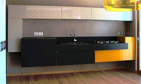 cuisine jaune cuisine jaune noir aubry décoration