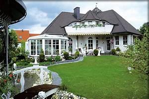massivhaus o fertighaus preiswert bauen With französischer balkon mit garten bungalow holz