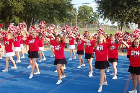 lhhs cheerleaders  host youth clinic lake highlands