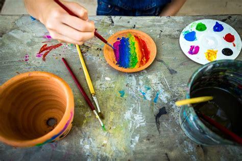 dipingere vasi di terracotta come decorare i vasi di terracotta donnad