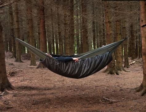 how to stay warm in a hammock the best hammock underquilts 2018 top picks for hammock