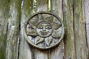 Bild Auf Holzplanken : schnitzen mit holz sonne auf den antiken zaun stockfoto colourbox ~ Sanjose-hotels-ca.com Haus und Dekorationen