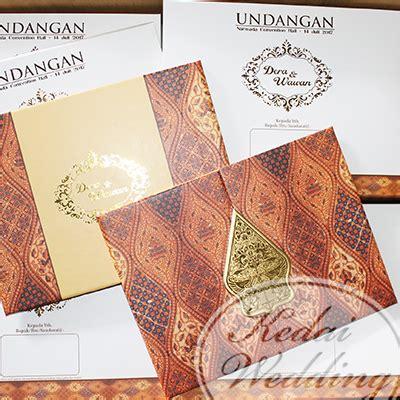 undangan pernikahan motif corak batik