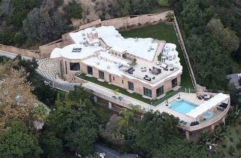 12 Million Are About To Rihanna Buys 12 Million Mansion And Receives Porsche 911