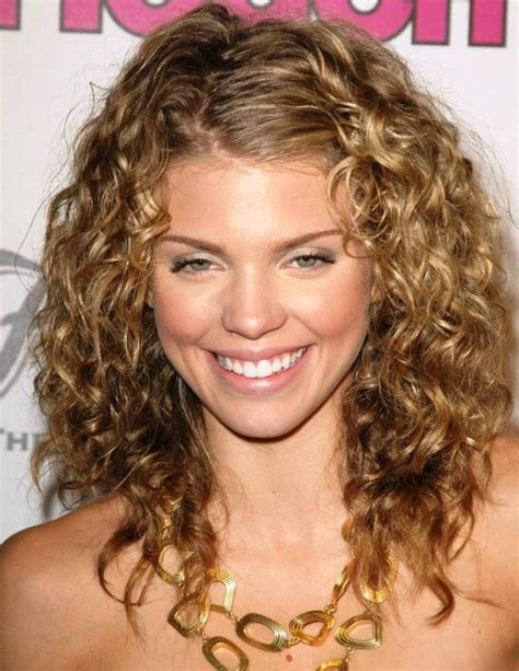 25 Medium Length Curly Hairstyles For Womens Feed