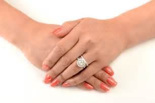 should you wear your engagement ring your wedding day