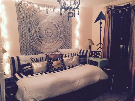 chic teen bedroom black  white  gold accents