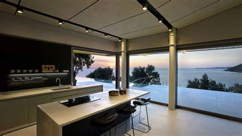 baie de cuisine superbe résidence contemporaine en pierres surplombant l