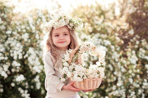 wallpapers  girls sweet beautiful children wicker basket