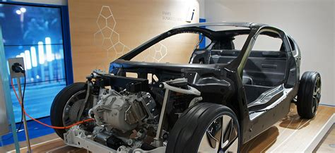 electric vehicle battery materials cost lifespan