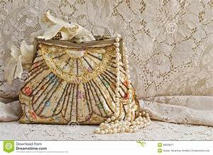 Vintage Purse And Pearls Stock Photo - Image: 49033817