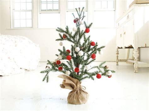 21 Table size Christmas Trees to Set the Holiday Mood