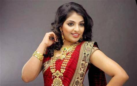 malayalam  actress mythili saree collections