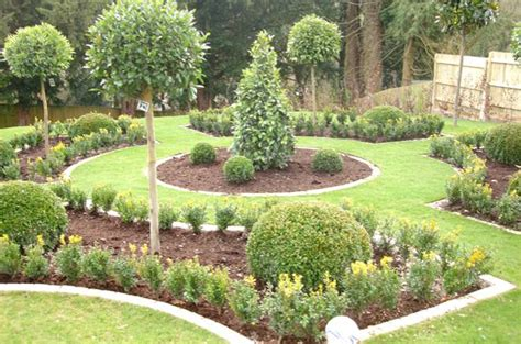 pictures of landscaped gardens hard landscaping patios paving decking driveways garden studios tree surgery turfing