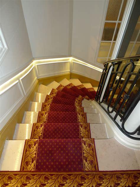 installation de tapis dans escalier lparchitectes communes escalier immeuble ascenseur fen 234 tre courbe