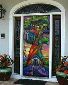 Artsy, Door