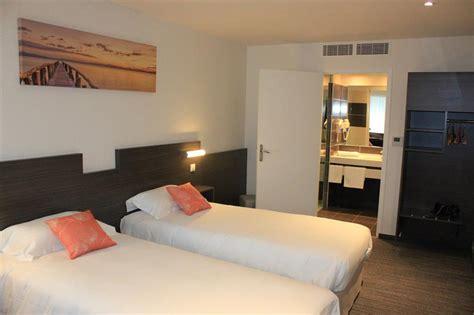 hotel restaurant avec dans la chambre chambre 2 lits les chambres de l 39 hôtel à crevin