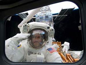 Astronauts complete tricky Hubble surgery - space - 17 May ...