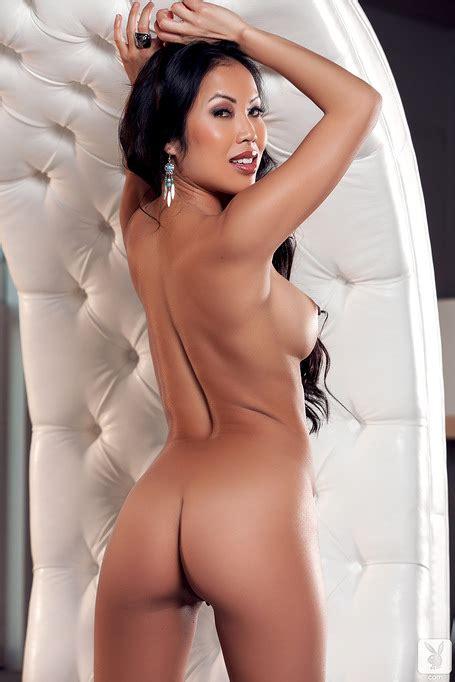 Asian Beauty Thuy Li Is A True Master In Posing Nude