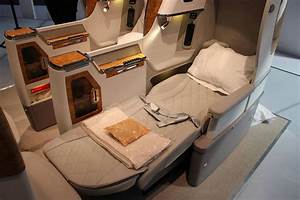 Emirates reveals new Boeing 777 business class seat ...