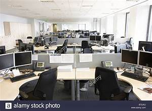 empty trading desk office canary wharf Stock Photo ...