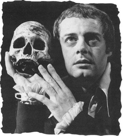Hamlet, The (tragic) Hero  Transmedial Shakespeare