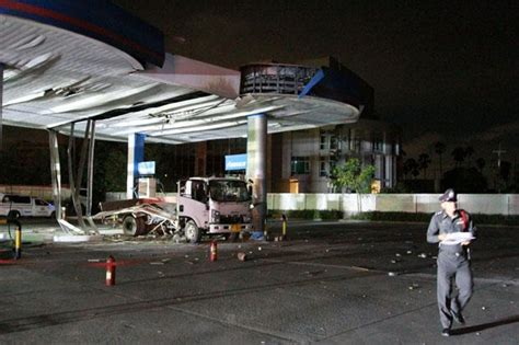 Breakfast at ptt gas station and under construction at prek pnov along national road 5 in 4k. Truck gas cylinder explodes during refuelling | Bangkok Post: news