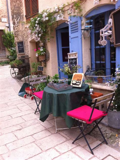 chambre hote verdon help in a small cafe in provence alpes azur