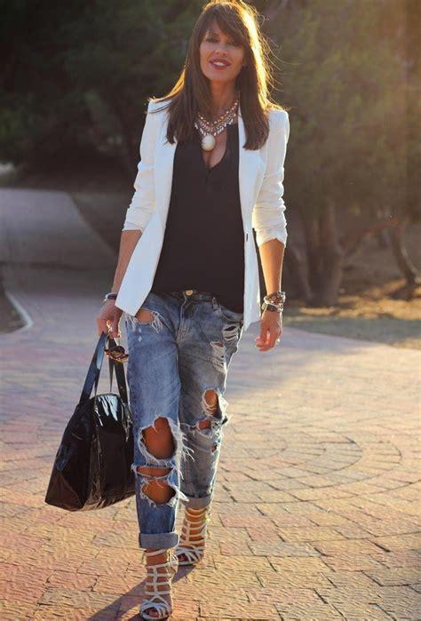ways  wear ripped jeans   chic  elegant