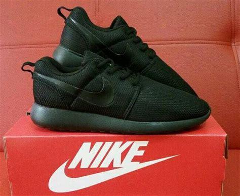 Harga Nike Roshe Run jual sale sepatu nike roshe run all black pria wanita