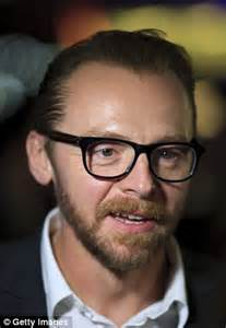 Simon Pegg goes sock-free as he hits the red carpet with ...