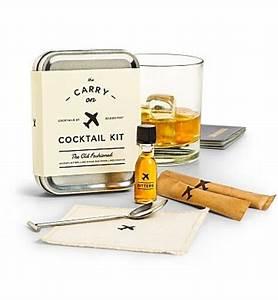 Kit A Cocktail : the carry on cocktail kit specialty gift ~ Teatrodelosmanantiales.com Idées de Décoration
