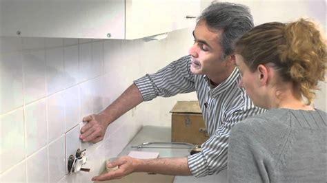 prise electrique angle cuisine changer un carreau de carrelage