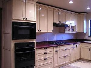 How to choose the best color for kitchen cabinets your for Best color for kitchen cabinets