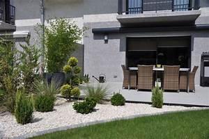 petit jardin contemporain contemporary lyon by With eclairage exterieur maison contemporaine 13 amenagement exterieur zen contemporain piscine lyon