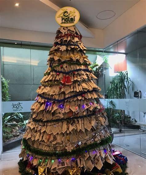 We would like to show you a description here but the site won't allow us. Pohon Natal Coc Dari Tahun Ke Tahun : Cara Membuat Pohon Natal Dari Kartu Joker - membuat kartu ...