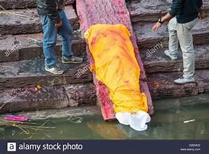 A Hindu funeral at Pashupatinath Temple, a Hindu temple of