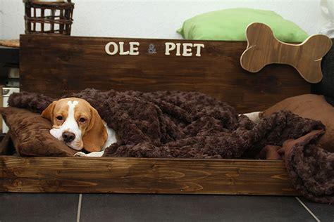 Hundebett Selber Bauen Anleitung hundekörbchen selber machen hundebett selber machen aus einem alten
