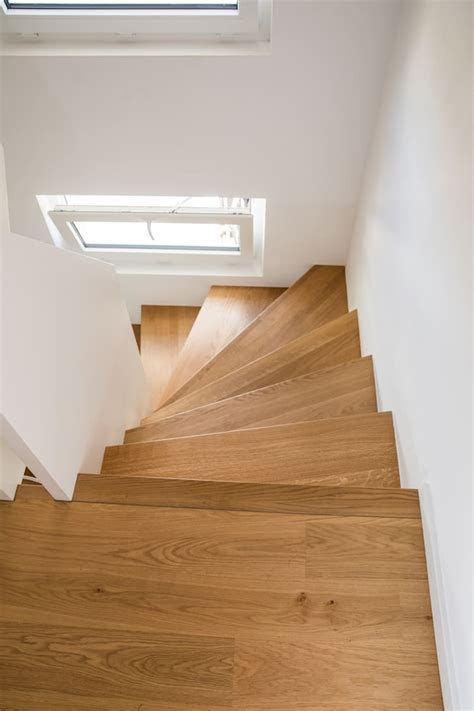 1 2 gewendelte treppe moderne 1 2 gewendelte treppe mit br 252 stungshohen wangen